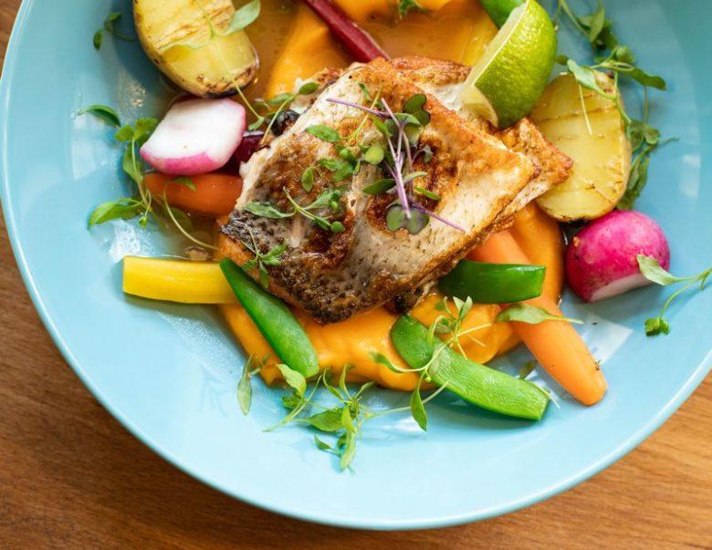 魚料理の皿