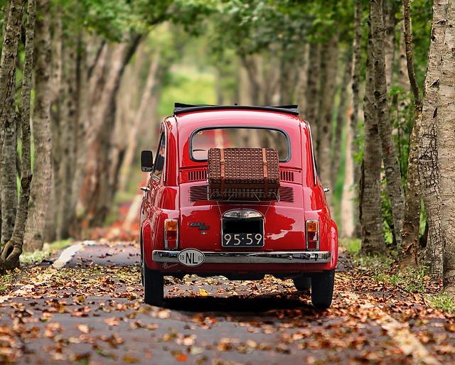 軽自動車 赤い車