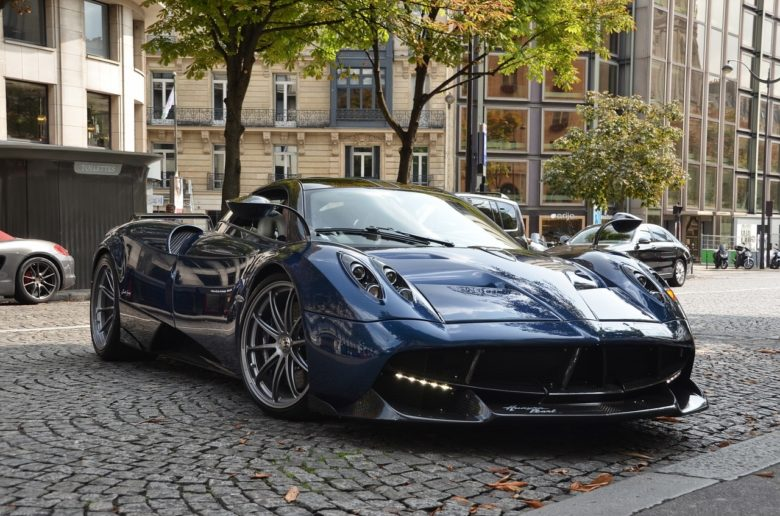 納車 黒い車