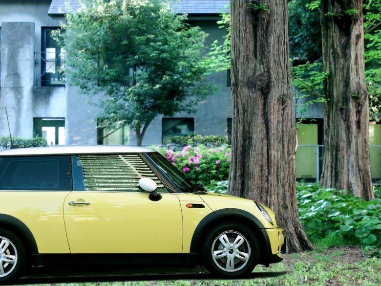 ディーラーナンバー 黄色い車