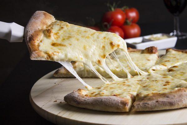 モッツアレラチーズピザ