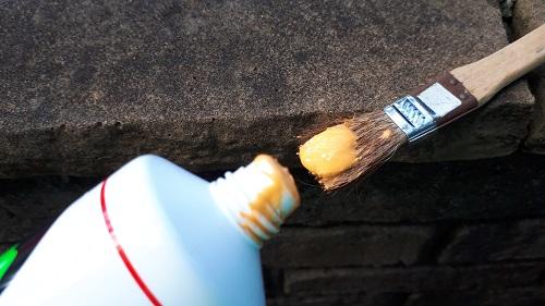 トップジンMをハケに塗る